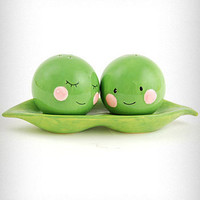 Sweet Pea Salt & Pepper Shakers | PLASTICLAND
