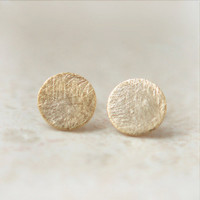 Gold Textured circle earrings by laonato on Etsy