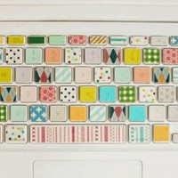 How To Decorate A Laptop Keyboard Using Washi Tape | Shelterness