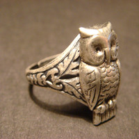 Victorian Style Owl Ring in Antique Silver (669)