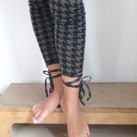 Leggings With A Twist! -by Lola Fashion
