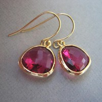 Ruby, Fuschia Earrings, Glass, Gold.. on Luulla