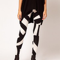Legging in Oversized Tribal Print