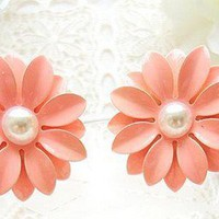 Equisite Pink Flower Stud Earrings at online cheap fashion jewelry store Gofavor