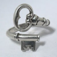 "VINTAGE AVON SKELETON KEY STERLING SILVER 925 ADJUSTABLE RING ""THE SECRET KEY"" 
