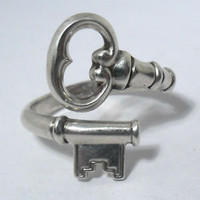 "VINTAGE AVON SKELETON KEY STERLING SILVER 925 ADJUSTABLE RING ""THE SECRET KEY"""