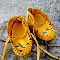 Baby Bird deerskin moccasins, infant