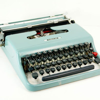 Olivetti Underwood Lettera 22  Manual Portable Typewriter