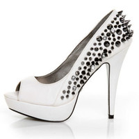 Qupid Luxe Brulee White Snake Spikes & Stones Peep Toe Pumps