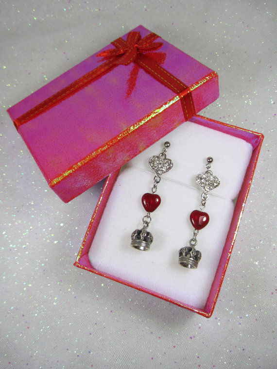 QUEEN of HEARTS  Silver colored post earrings with by HOLLYBLING