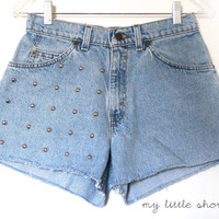 High Waisted Circle Studded Levi&#x27;s Shorts (Size 26)