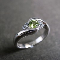 Wedding Ring With Green Sapphire In.. on Luulla