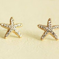 Fashion Rhinestone Stars Golden Stud Earrings from http://www.looback.com/