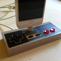 iPhone 5 Dock  Nintendo Controller Docking Station by GeekUnique