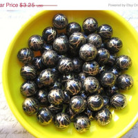 Year End SALE Vintage  lucite round beads black with gold drizzle abstract lines 12mm (8)