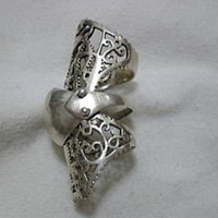 Sterling Silver Simple Cool Filigree Finger Armor Ring - eBay (item 380166906633 end time Oct-17-09 17:23:30 PDT)