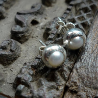 Innocence sterling silver stud pearl earrings by Ellishshop