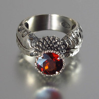 BLOOMING THISTLE ring with Garnet