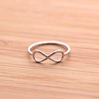 simple INFINITY ring, in silver | girlsluv.it