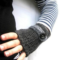 Gray fingerless mittens gloves crochet FREE by MelPDesigns