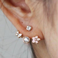 Lovely small flower stud earring from LOOBACK FASHION STORE