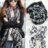 Skull Scarf (Black/White)