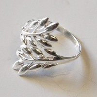 Thaimart Beautful Leaf Ring White 925 Sterling Silver Size 10 - T