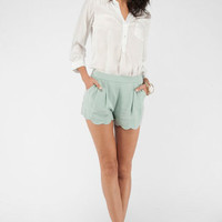 Scalloped Shorts in Mint :: tobi