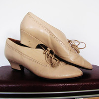vintage bone leather tie up kitten heel oxfords. by Nickels. made in Italy. size 5 1/2 B
