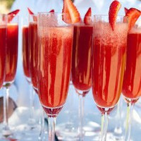 Fresh strawberry puree + champagne=Bliss!