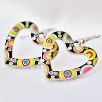 Multicolor psychedelic metal heart earrings