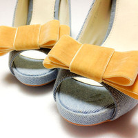 Set of 2Light Mustard Velvet bow shoe clips by finkshop on Etsy