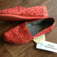 Womens Toms - Coral Colored Fuchsia Cheetah Print Slip On Shoes sz. 5 *NEW