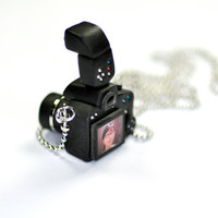 Personalized Canon 650D Camera miniature with strobe necklace