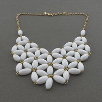 White Fan Bubble Necklace,bib State.. on Luulla