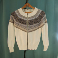 vintage white zip up cardigan with snowflake pattern. Izod. size S to M. gift for her
