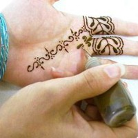 Amazon.com: Beachcombers! 1/2oz Soft Squeeze Henna Tattoo Paste Applicator Bottle With Fine Metal Tip, #5,7,9 metal tips: Health &amp; Personal Care