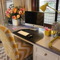 Lauren&amp;#39;s Office Makeover / Great workspace and colors!