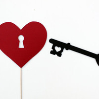 Photo Booth Prop. Valentine Day Photobooth Prop. The Key to My Heart. Skeleton Key and Heart Keyhole.