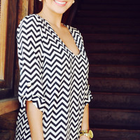 EVERLY: Spring Back The Chevron V-Neck: Black | Hope's