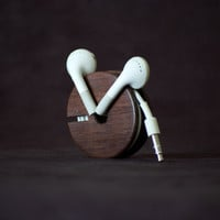 Wood Earbud Holder / Earphone Organizer East by AcousticDesign