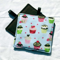Kitchen  Potholders handmade with cupcakes, set of 2, Retro