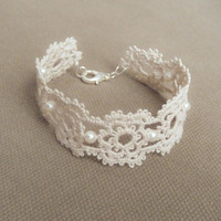 Floral lace bracelet - Wedding jewelry