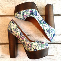 Pretty Blue Flower Garden Wood Chunk Heels
