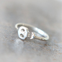 Cute Skull ring in sterling silver by laonato on Etsy