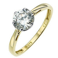 A 9 carat yellow gold cubic zirconia ring