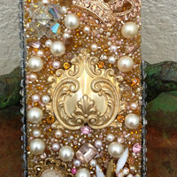Stunning Crown and Pearl iPhone 5 Case
