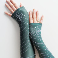emerald green, shiny jersey long gloves, feather embroidered gloves, fingerless gloves long jersey, Lolita, Tight Sleeve tattoos can be worn
