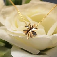 Four Leaf Clover Necklace in gold