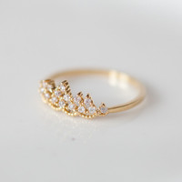 Delicate tiara ring in gold